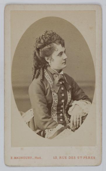 Portrait De Marie Reine Actrice Et Chanteuse A LOpera Comique Carte Visite Recto Photographie DEugene Maunoury Tirage Sur Papier Albumine