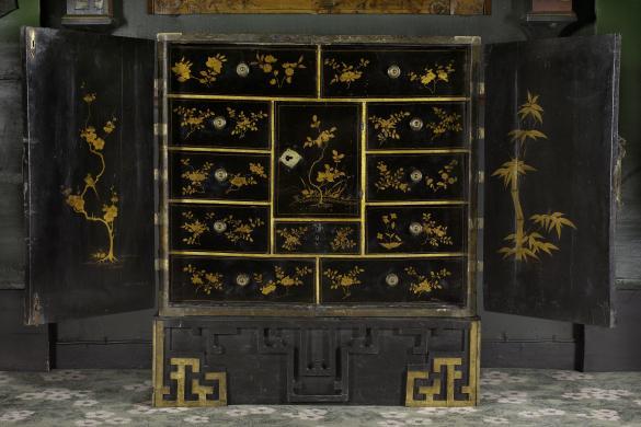 Cabinet japonais coffre en laque noire d cor de for Meuble chinois paris