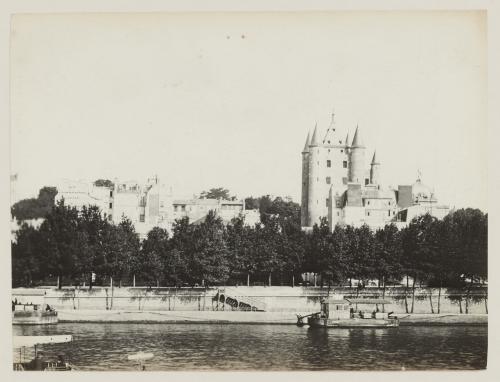 Exposition universelle de 1889 : la tour du Temple reconstituée, vue prise  du quai d'Orsay, 3ème arrondissement, Paris | Paris Musées
