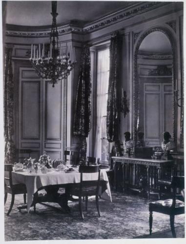 La Salle A Manger Du Chateau De Bagatelle Bois De Boulogne 16eme