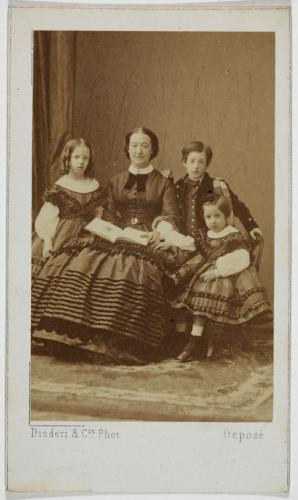 Portrait de la Duchesse d'Albe (née Maria Francesca de Teba, 1825-) et de ses  enfants, (Charles, la Duchesse de Tamames et la Duchesse de Medina)   Paris  Musées
