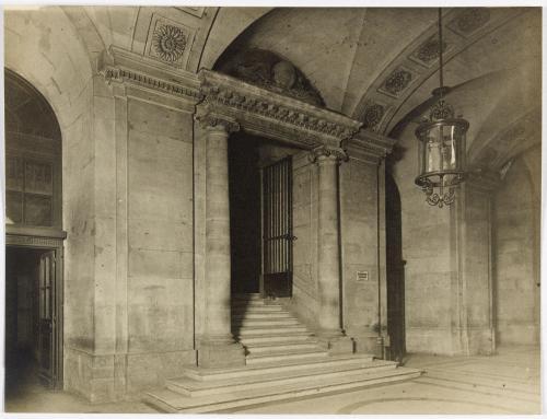 Palais de Justice. Galerie des prisonniers. Fronton de la connétable et  maréchaussée 1780. 1er arrondissement, Paris. | Paris Musées